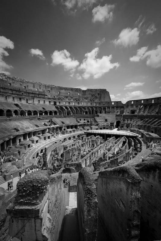 IMAGE: http://lh3.ggpht.com/_HaQYiwqzkPU/SmkPCJOtQLI/AAAAAAAACvc/qijqUVb-VU8/s800/Rome4.jpg