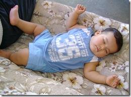 070824 Dormido en el columpio de gracie (3)