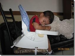 080604 Wed No podia mas y me quede dormido sentado (2)