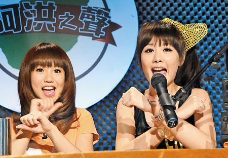 瑤瑤(左)、安心亞同台裝可愛,互相較勁。(中時-粘耿豪攝)