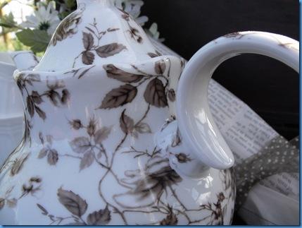 teapot outside 051