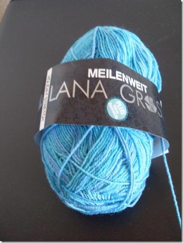 2011_04 Lana Grossa Holiday Stretch in blau (600x800)