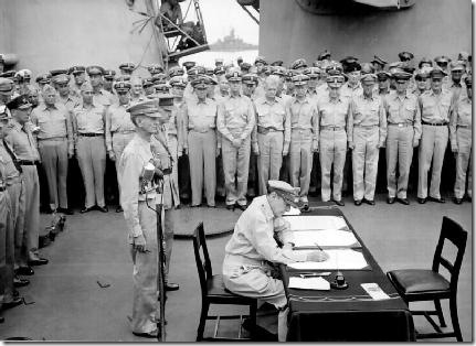 800px-Douglas_MacArthur_signs_formal_surrender