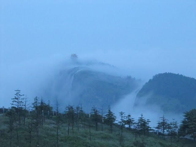 Climbing Emei Shan