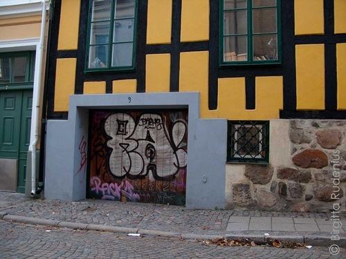 graffitishame_20110209_m
