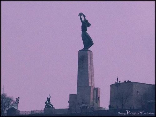 sky_20110303_liberty1a