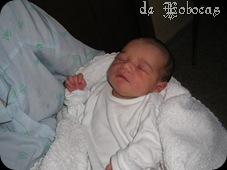 nació con 900grs, al mes pesó 1800grs.
