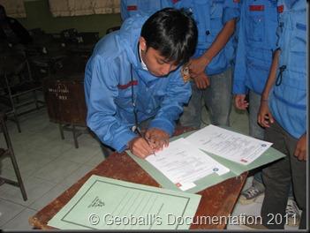 penanda tanganan surat tertulis