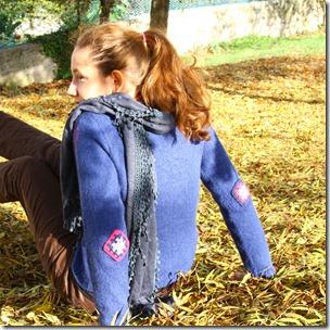 Maglione blu ricamato-3