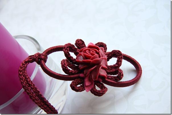 ciondolino con rosa cardinale-1