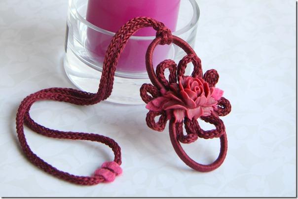 ciondolino con rosa cardinale-4