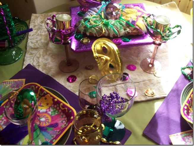 Mardi Gras tablescape 004