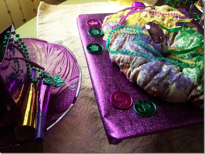 Mardi Gras tablescape 008