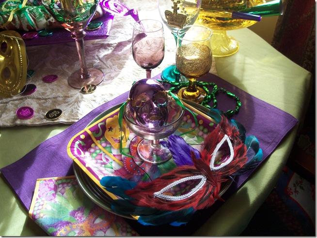 Mardi Gras tablescape 010