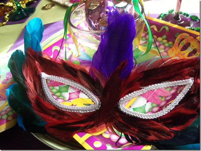 Mardi Gras tablescape 015