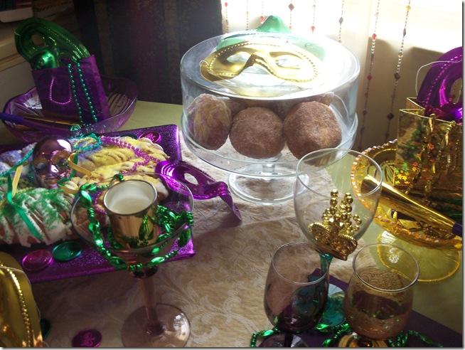 Mardi Gras tablescape 018