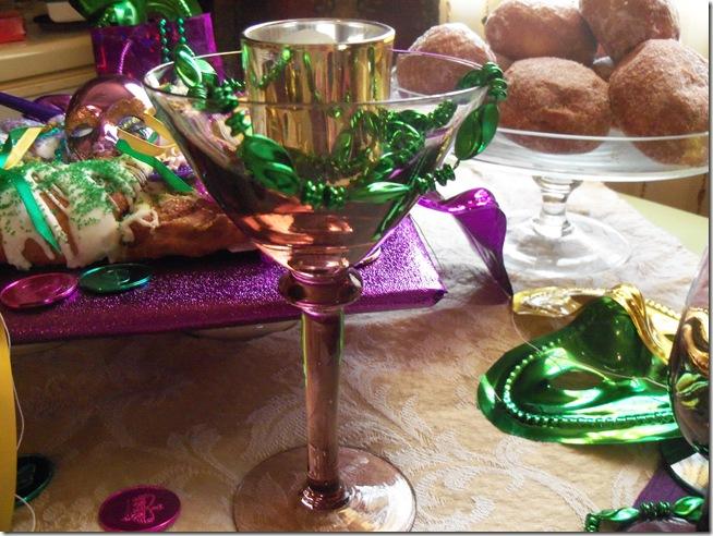 Mardi Gras tablescape 027