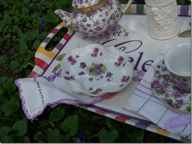 tea among the violets 004