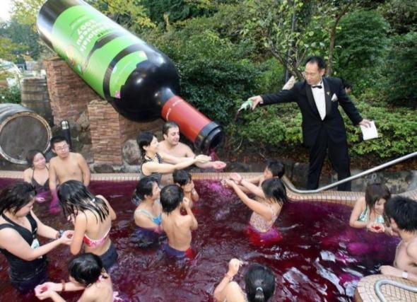 piscina-vinho-49781617