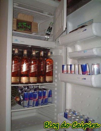 geladeira farta de bebidas