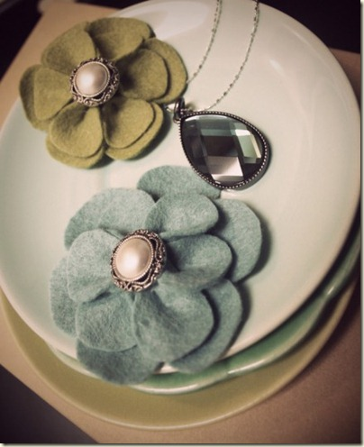 Felt-Flowers-and-Necklace-Vintage1-435x535