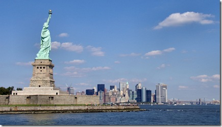 Liberty-statue-with-manhattan