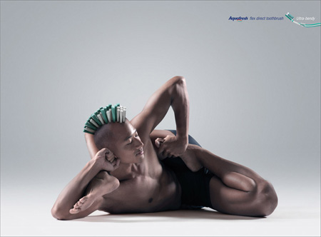 Aquafresh Flex Direct Toothbrush Advertisement