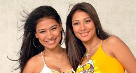 hype simonesimara Simone e Simara nuas peladas sem roupa de biquini fotos das coleguinhas do Forró do Muído