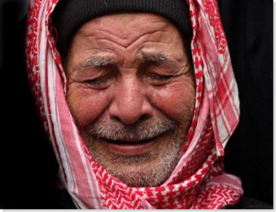 img_8035856030_old_man_cries_gaza_savechild