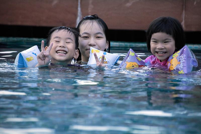 ภาระกิจ น้องเลอา น้องภาวิช ว่ายน้ำ