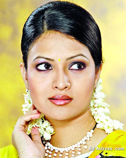 Bangladeshi Actress Richi Solaiman Photo-01