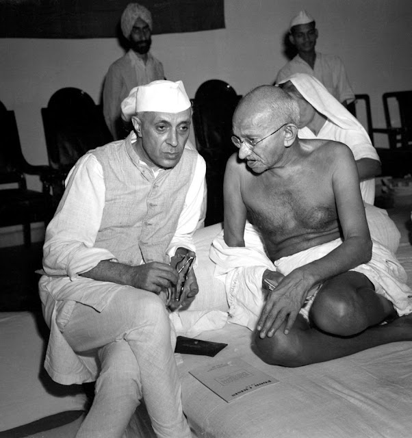 Gandhi_and_Nehru_1942.jpg