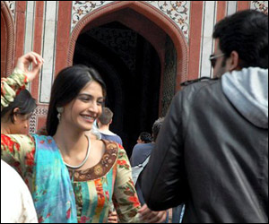 Sonam kapoor comback in delhi 6 with a bang