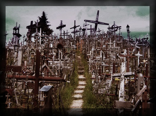 Hill_of_Crosses_by_Anmoku