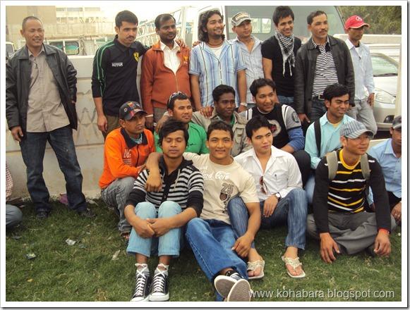 उक्त भेलामा सहभागी 'कोहबरा एकता समाजका युवाहरु सामुहिक फोटो खिचाउदै