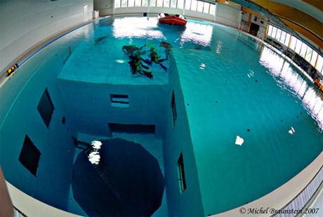 deepest pool - عمق المسبح