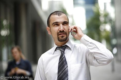 Using Mobile - شخص يستخدم الهاتف الجوال
