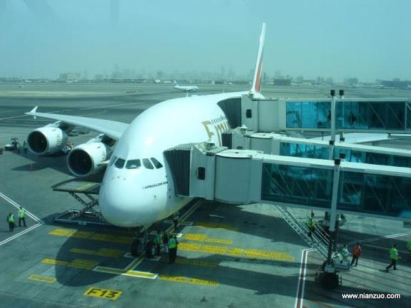 酋长的A380 第一次见有三个入口的飞机,A380确实够大。,A380,豪华,酋长,阿联酋,飞机