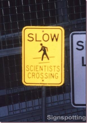 devagar cientistas atravessando