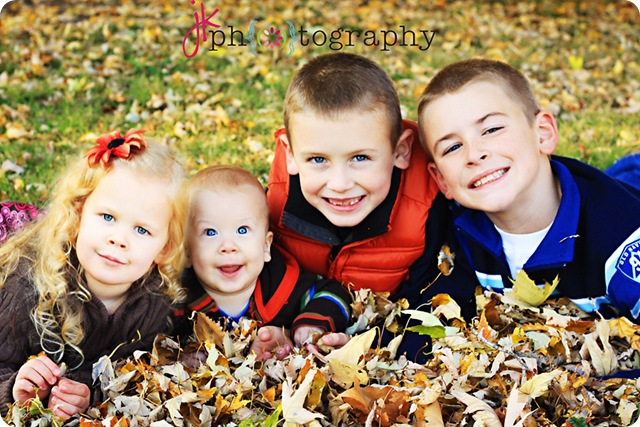 kids in leaves1431weblogo