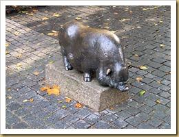 798px-Hangbuikzwijn_Julia_van_Verschuer_Veemarktstraat_Breda