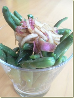 purple green bean salad with balsamic red onions