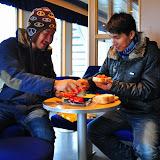 อาหารกลางวันบนเรือเฟอร์รี่ แซนด์วิช แกงเผ็ดทูน่า กับ มะเขือเทศ