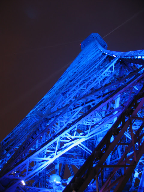 La Tour Eifel at night