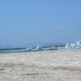 Yachten und Schlammmenschem am Strand