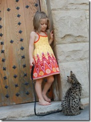 kathrin-stucki-photos-savannah-cat-and-daughter-3