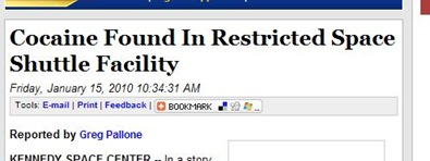 """Manchete do site Central Florida News 13 de 15/01/2010: """"Cocaína encontrada em instalação restrita do ônibus espacial"""" (Foto: News 13 / reprodução)"""