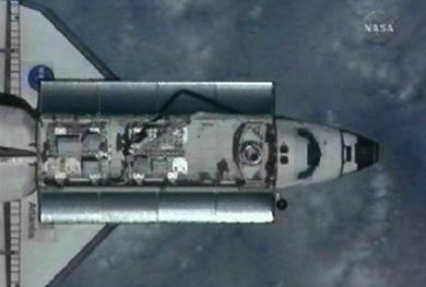 Atlantis é visto se aproximando da ISS (Foto: NASATV)