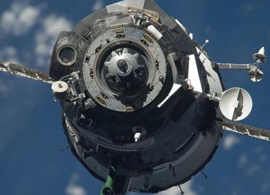 Nave russa pouco antes de se conectar à ISS (Foto: NASA)