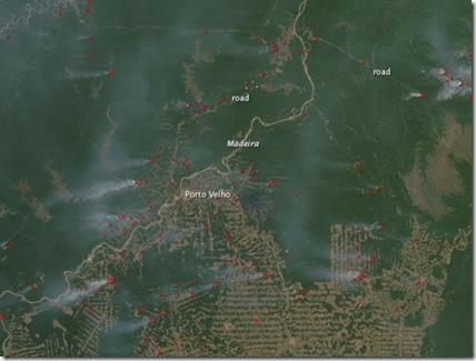 Imagem de satélite mostra incêndios perto do Rio Madeira (Foto: Aqua/NASA)